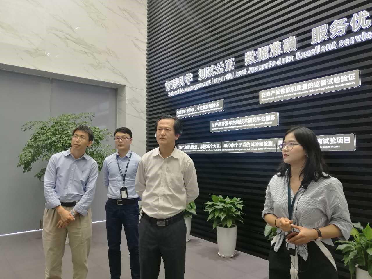 青岛大学商学院与上海良信电器股份有限公司教学实践基地揭牌仪式举行